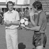 Valentin Ceausescu, alaturi de Ilie Barbulescu pe gazonul stadionului Ghencea