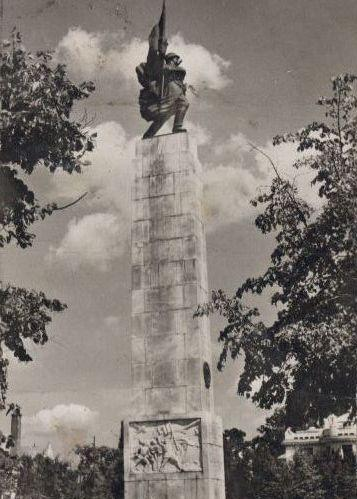 Monumentul_eroului_sovietic.jpg