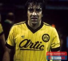 Marcel Raducanu in tricoul Borussia Dortmund